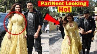 Parineeti Chopra Looking HoT Akshya Kumar Helps Her At Kesari Movie Song Launch